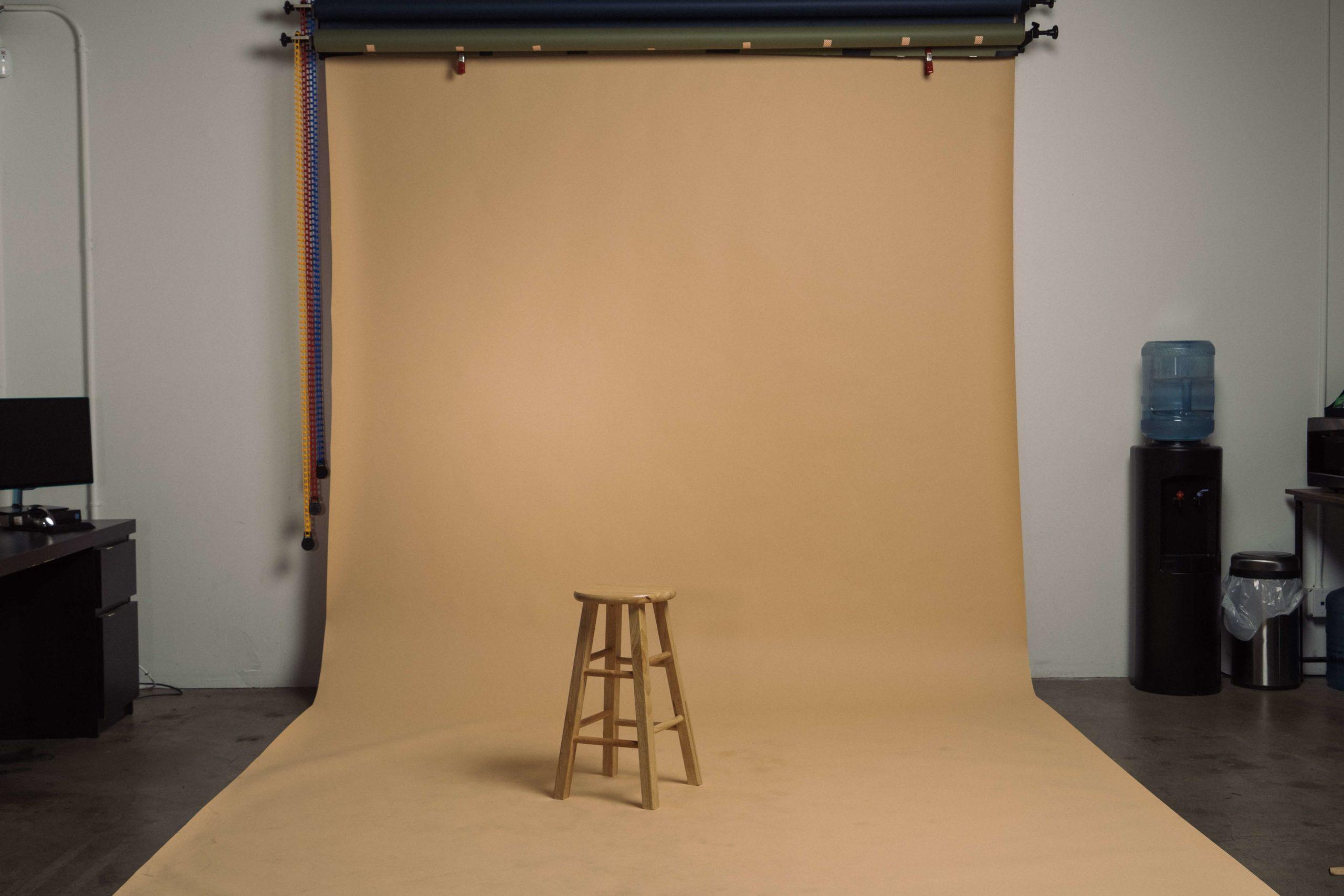バック紙と椅子の画像
